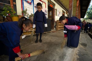 Bhutan: Students cleaning their school