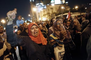 Egypt protests: Demonstrators shout slogans against president Morsi in front of the palace