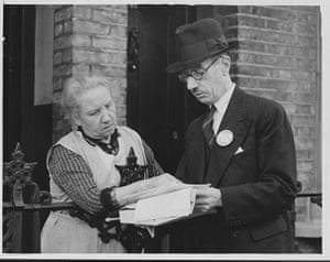 UK census: An Enumerator Explains a Census Form to Elderly Woman, 1939