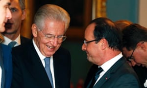 Italian Prime Minister Mario Monti (L) talks to French President Francois Hollande after the Nobel Peace Prize ceremony in Oslo December 10, 2012.