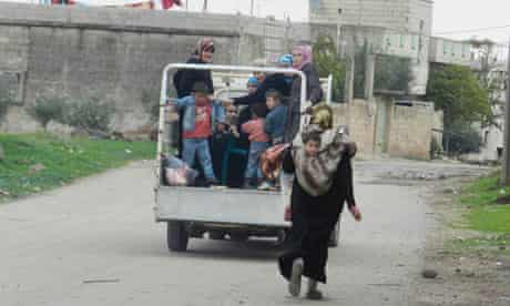 Syrians flee their homes in Houla