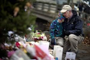 Sandy Hook: David Freedman kneels with his son Zachary