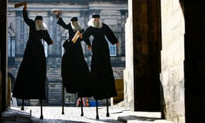 Macbeth on stilts in Edinburgh