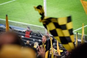 Borussia Dortmund: Chanting fan