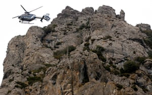 Bugarach prophecy: A police helicopter controls the access to the Pic de Bugarach