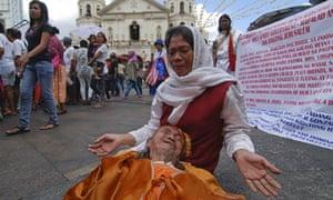 Mayan apocalypse: A self-styled prophet prays in Manila, Philippines