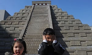 Mayan apocalypse: children in front of a replica pyramid