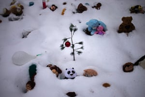 24 hours in pictures: memorial for victims of the Sandy Hook Elementary School shooting