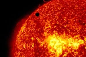 NASA: Venus passing in front of the sun