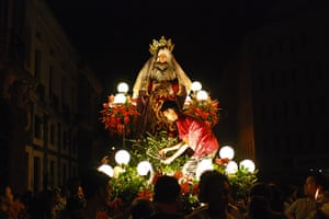 24 hours in pictures: Grand Marian Procession Of The Immaculate Conception