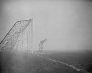 1952 smog crisis: Soccer - League Division One - Arsenal v Aston Villa - Highbury