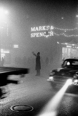 1952 smog crisis: Fog in Market Street, Manchester