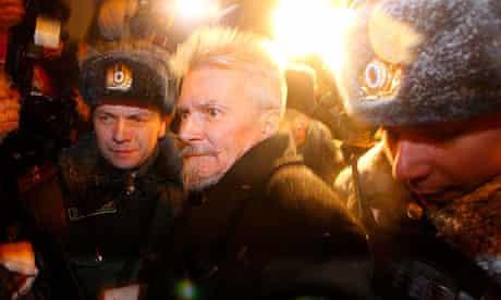 Russian police officers arrest radical writer Eduard Limonov