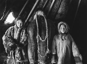 Salgado: Portraits of Nenets in their tchoum