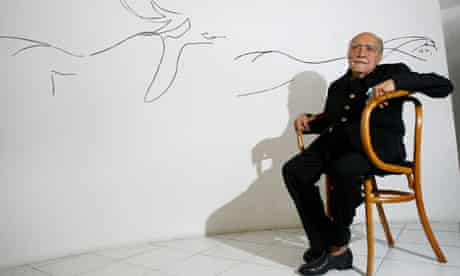 Oscar Niemeyer with sketches