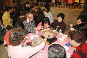 Healthiest cities: Hong Kong family dining outside