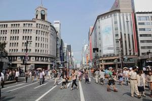 Healthiest cities: Tokyo business district walking