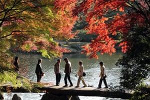 Healthiest cities: Tokyo Rikugien Garden elderly walkers
