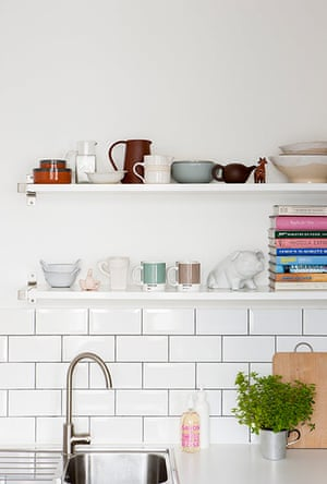 Homes neon: White and minimal London flat - kitchen