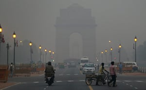 Fires in Punjab: A mixture of pollution and fog, in New Delhi, India