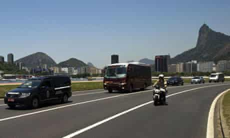 Oscar Niemeyer's funeral cortege drives through Rio