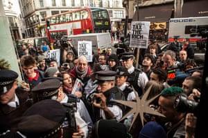 Starbucks: Police control the demonstartion outside a branch of Starbucks