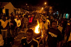 Protest in Senegal: Anti-government protestors march past burning tyres in Dakar