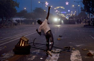 Protest in Senegal: An anti-government demonstrator throws rocks