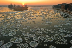 Cold snap continues: Sheets of ice float on the river Oder on the German-Polish border