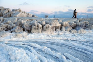 Cold snap continues: People walk on an ice-covered dam next to frozen waters of the Black Sea