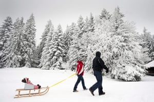 Cold snap continues: A family makes its way through a snowy winter landscape