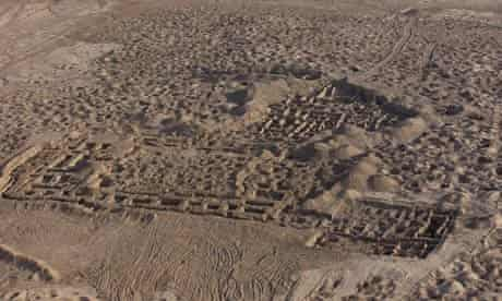 A looted archaeological site in Iraq from the air in 2003. Copyright: Italian Carabinieri