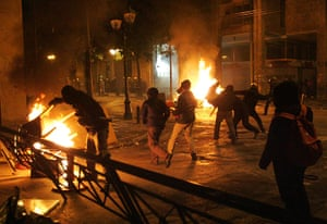 Greece unrest: Protesters clash with riot police