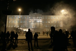 Greece unrest: fog of teargas in front of the Greek parliament