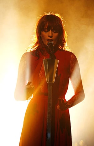 Week in Music: Florence and The Machine Perform in Netherlands