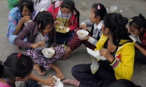 Cambodian garment workers eating