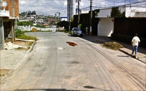 9 eyes google streetview: 253 Rua Lisboa, Itapecerica da Serra - São Paulo, Brasil, 2010