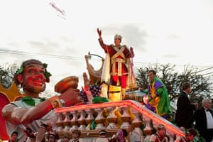 Mardi Gras: Will Ferrell reigns as King in the 2012 Krewe of Bacchus Parade