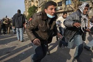 Remi Ochlik: Supporters of Mubarak attack anti-government protesters, Cairo