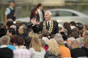 Christchurch memorial: Christchurch Mayor Bob Parker welcomes families