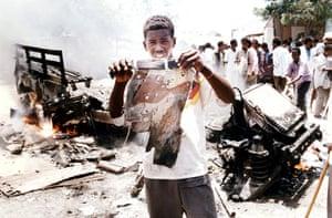 Somalia timeline: wreckage of US army Black Hawk helicopter