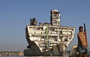Weekend Readers Pictures: Boat on shipbreaking beach in Bangladesh by Jan Møller Hansen
