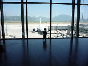 Weekend Readers Pictures: small boy at an airport by Duncan Campbell