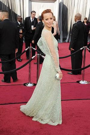 Oscars red carpet: Berenice Bejo