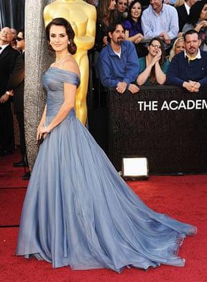 Oscars red carpet: Penelope Cruz Armani Prive
