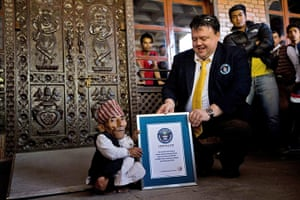 World's shortest man: Chief editor of the Guinness Book of Records hands over a certificate