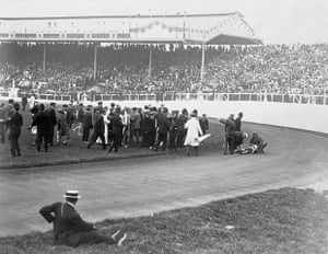 1908 Olympics: Dorando Pietri Collapsing
