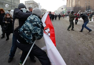 Russia Protest: Opposition and pro-Putin activists fight in central Moscow
