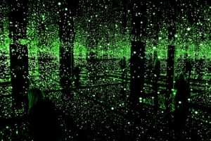 Yayoi Kusama: Light installation - Infinity Mirrored Room Filled with Brilliance of Life