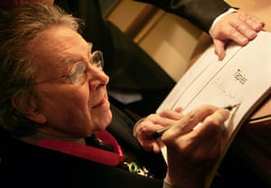 Antoni Tapies: Tapies is awarded the French Ordre national de la Legion d'honneur in 2006